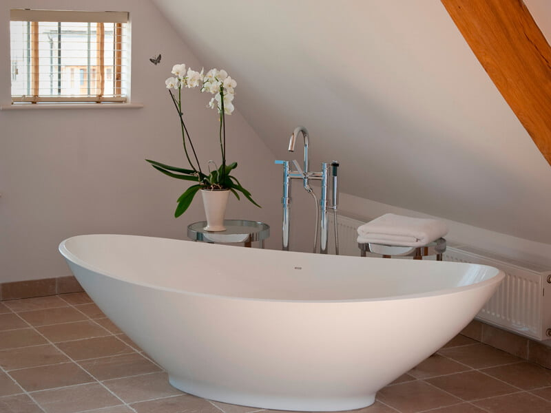 Eckington Manor Deluxe Bath