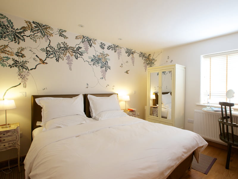 Eckington Manor Rooms Classic Bed Flower Wallpaper