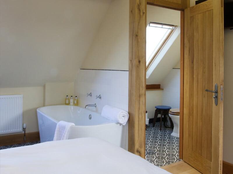 Eckington Manor Rooms Deluxe Bathroom